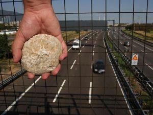 pietre sassi-cavalcavia